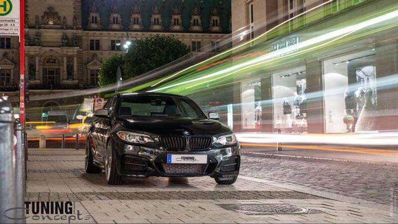 BMW Felgen Tuning von Schmidt am 2er BMW. In der Nacht fotografiert.