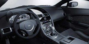 Aston Martin V8 Vantage Winterreifen / Das Cockpit