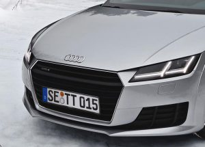 Eine Winterlandschaft mit Audi TT